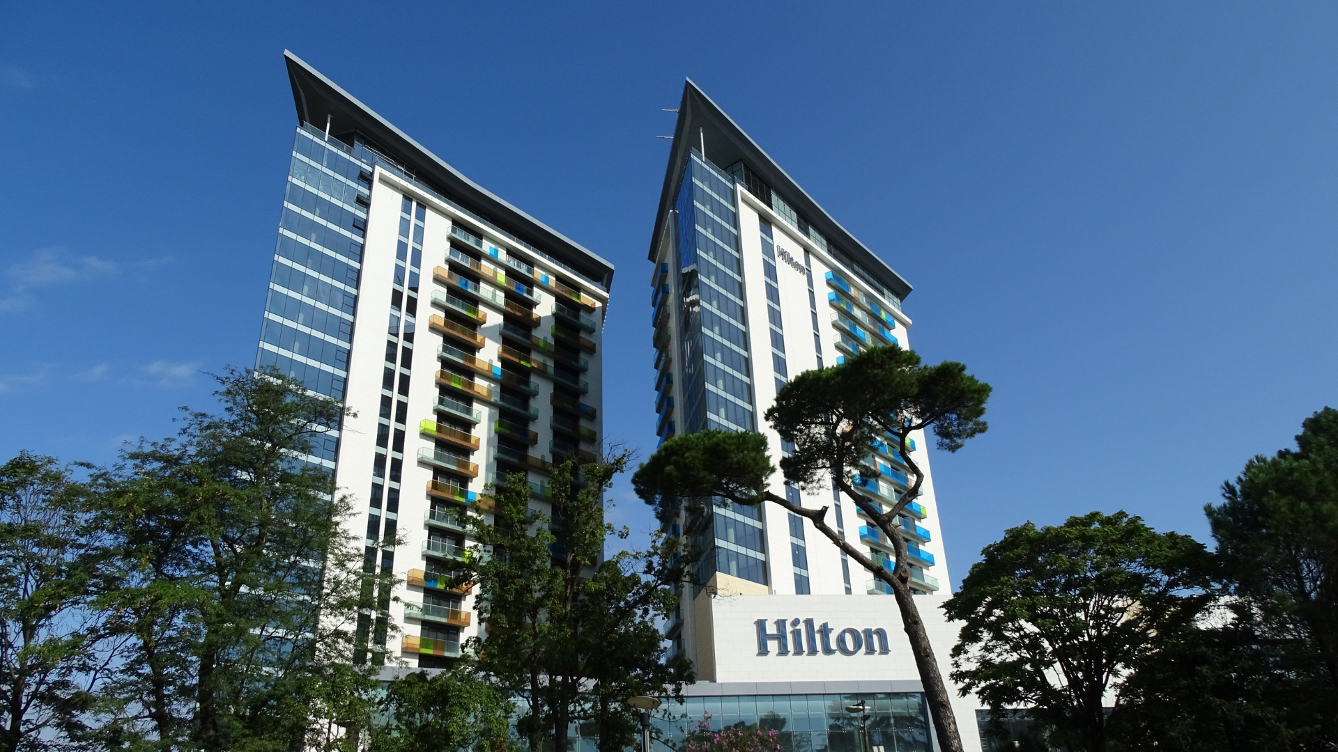 Hilton_Red_Hat_container
