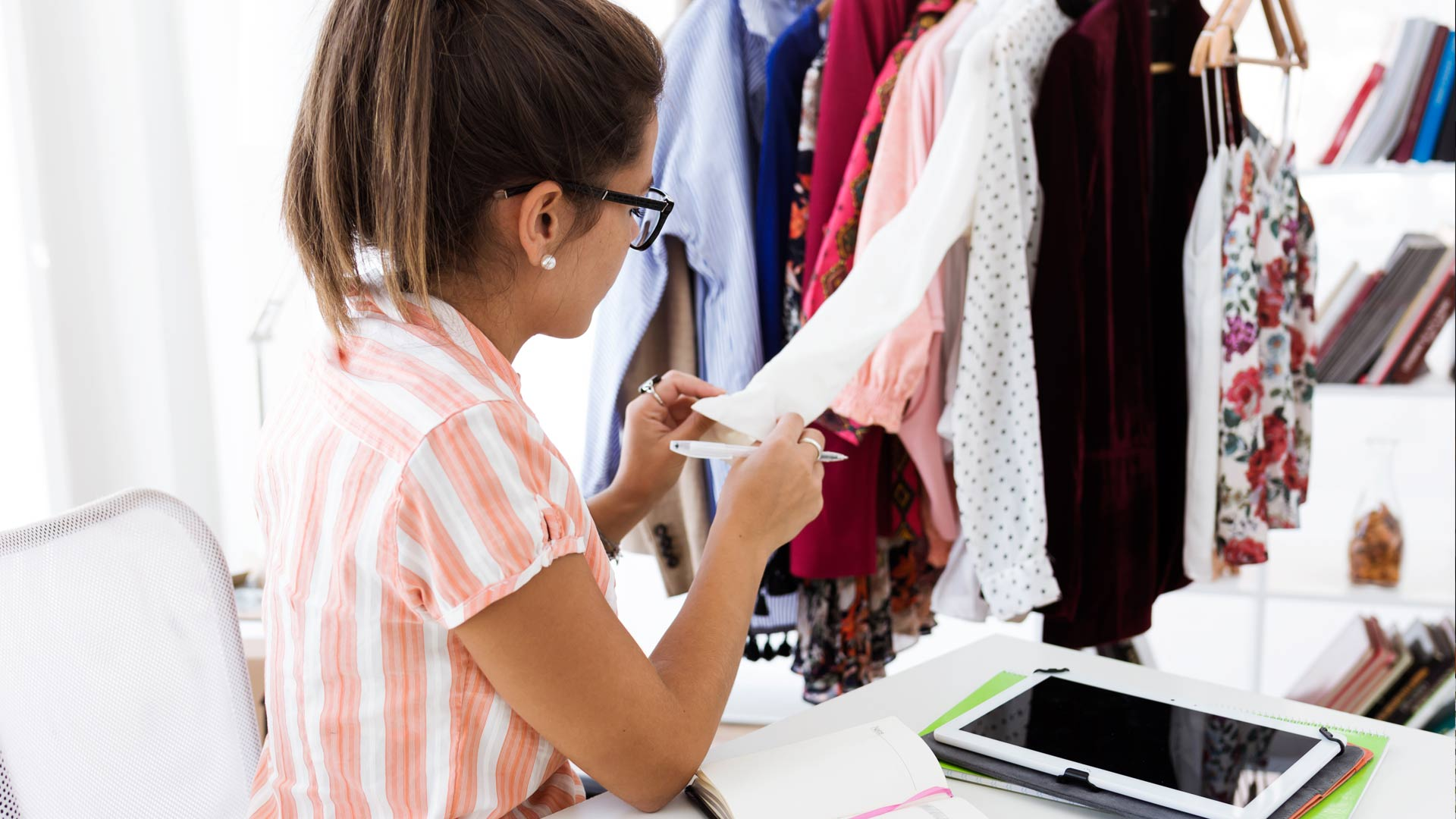 retail-clothes-girl-tablet.jpg