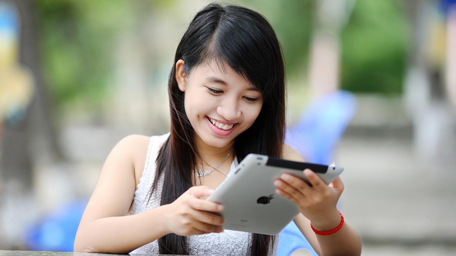 tablet-happy-woman.jpg